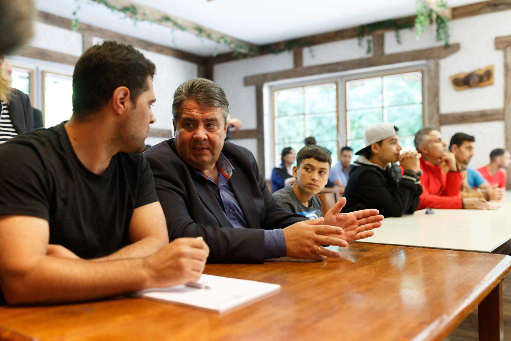 Sigmar Gabriel besucht das Integrationszentrum in Goslar