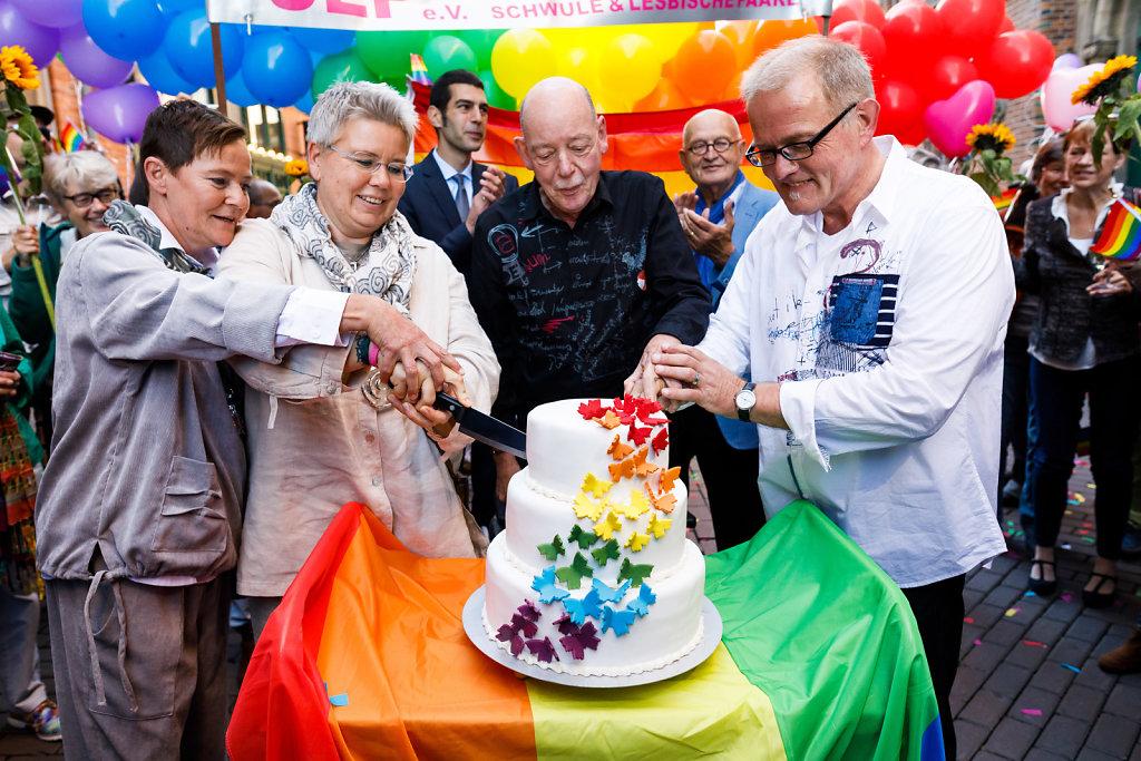 Erste Trauungen gleichgeschlechtlicher Paare im Standesamt Hannover