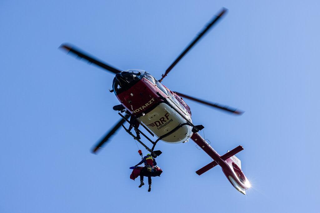 DRF Luftrettung trainiert Windenrettung